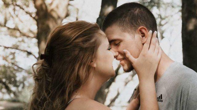 SRCE IM JE UVEK BRŽE OD PAMETI: 4 horoskopska znaka koja se prebrzo zaljubljuju